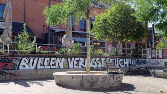 Anti-Polizei-Graffito an der Alaunstraße