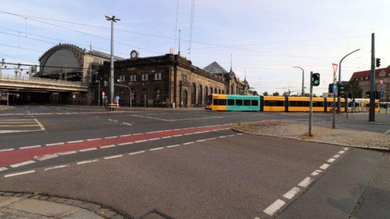 Die Straßenbahnen werden umgeleitet.