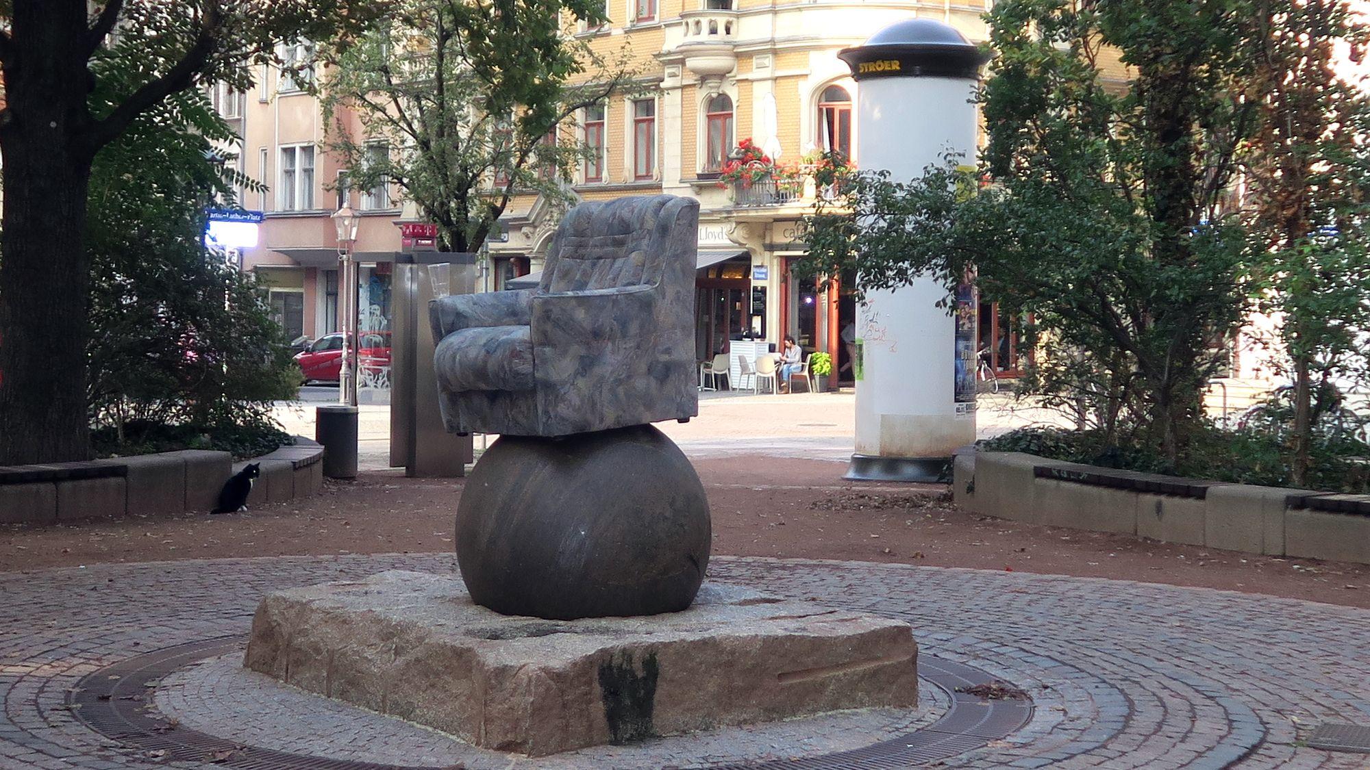 Brunnen mit Sessel