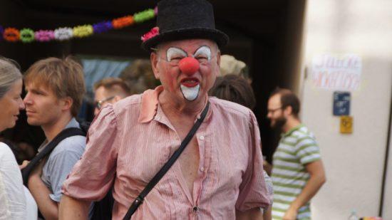Dietmar Halbhuber als Claun Claus auf dem Rudolfstraßenfest