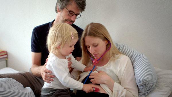 Eingeimpft - Familie mit Nebenwirkungen