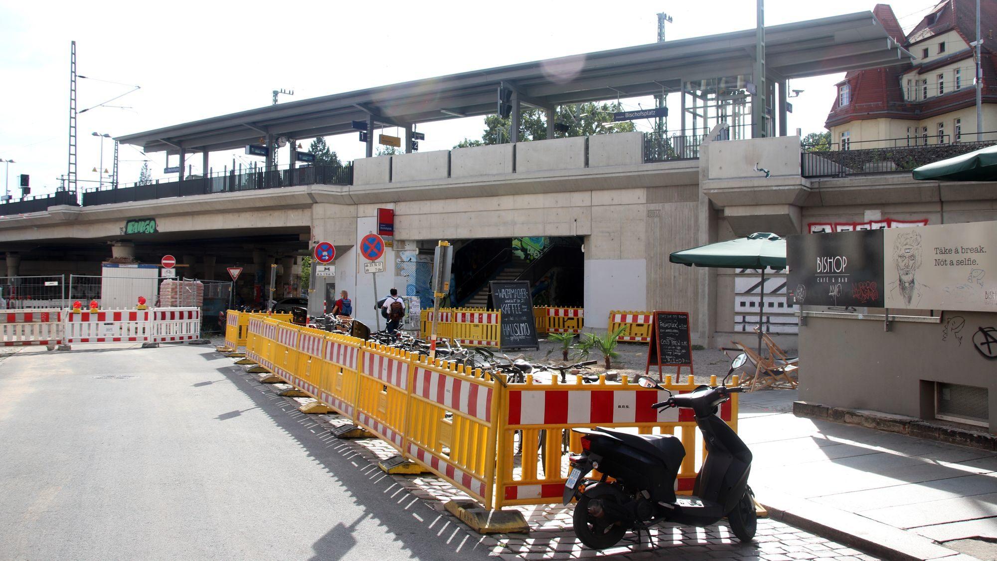 Der S-Bahnhof-Vorplatz soll gleich mit gestaltet werden.
