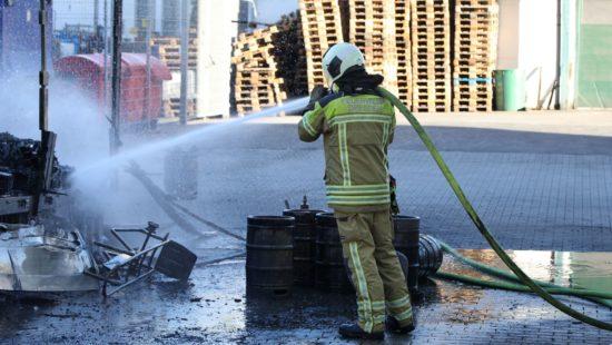 Feuerwehr beim Löscheinsatz. Foto: Roland Halkasch