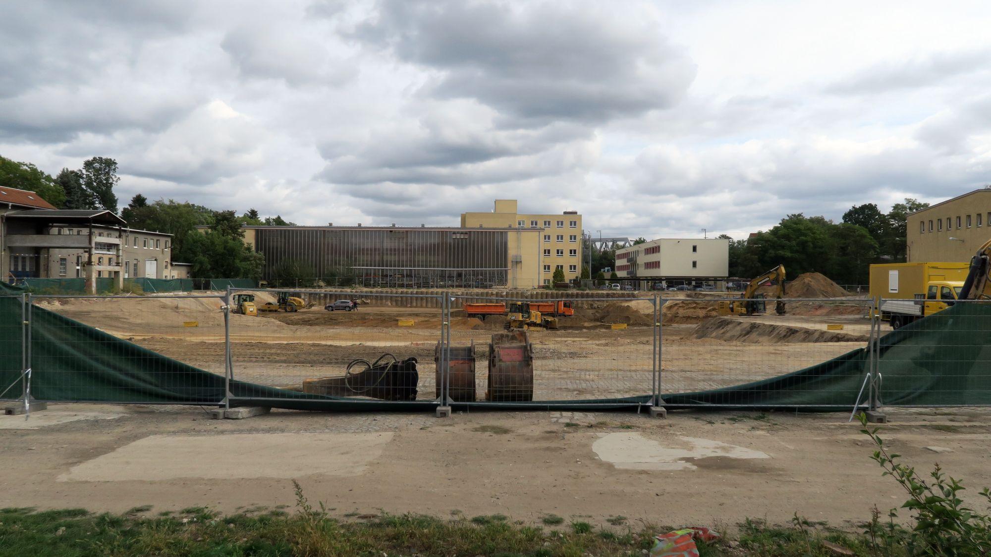 Baugrube 148. Grundschule - die Schule wird voraussichtlich erst 2020 fertig.