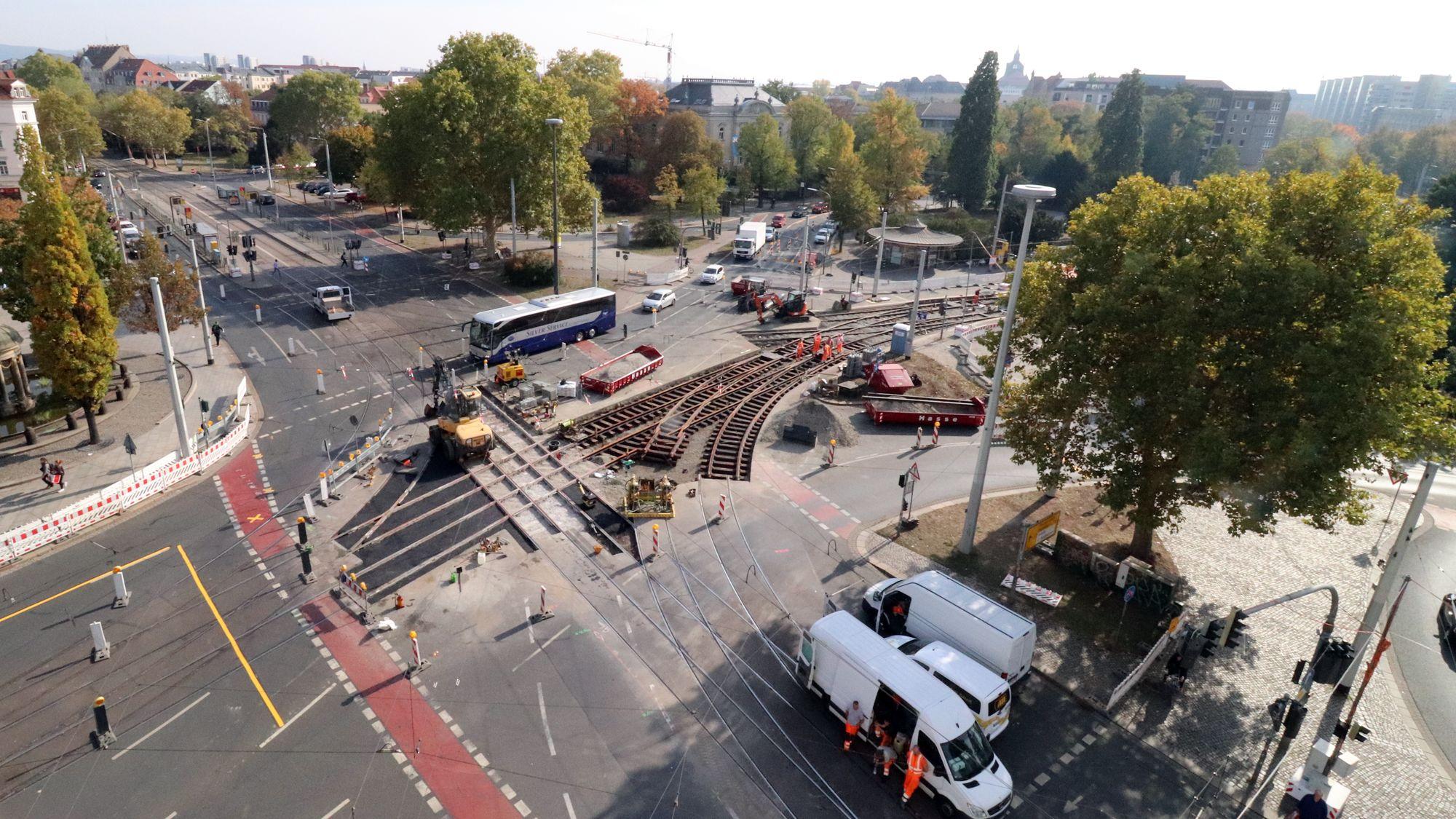 Das neue Gleiskreuz am Albertplatz liegt schon.