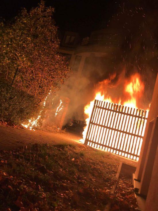 Der ganze Vorgarten stand in Flammen.