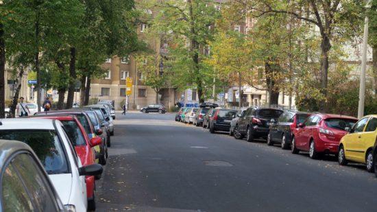 Auch auf der Lessingstraße gilt: künftig nur Parkschein oder -Ausweis parken.