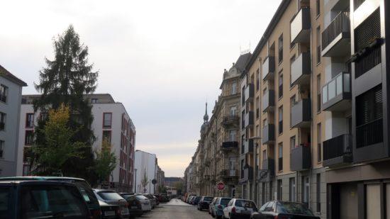 Auf der Tieckstraße künftig nur Parkschein oder -Ausweis parken.