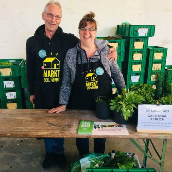 Zwei der Markschwärmer: Die Gärtner  Frank und Thea vom Gartenbau Kießlich.