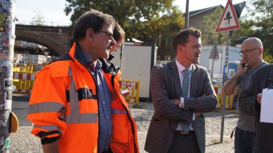 Prof. Reinhard Koettnitz und Raoul Schmidt-Lamontain stellen die Baustelle vor