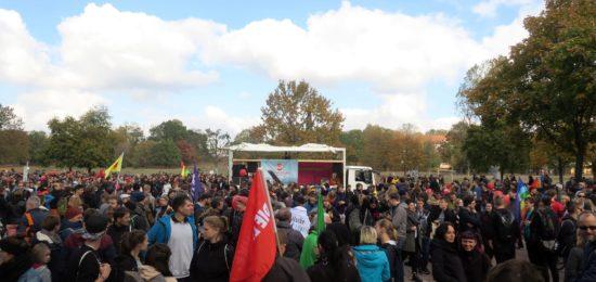 Zwischenkundgebung am Alaunplatz