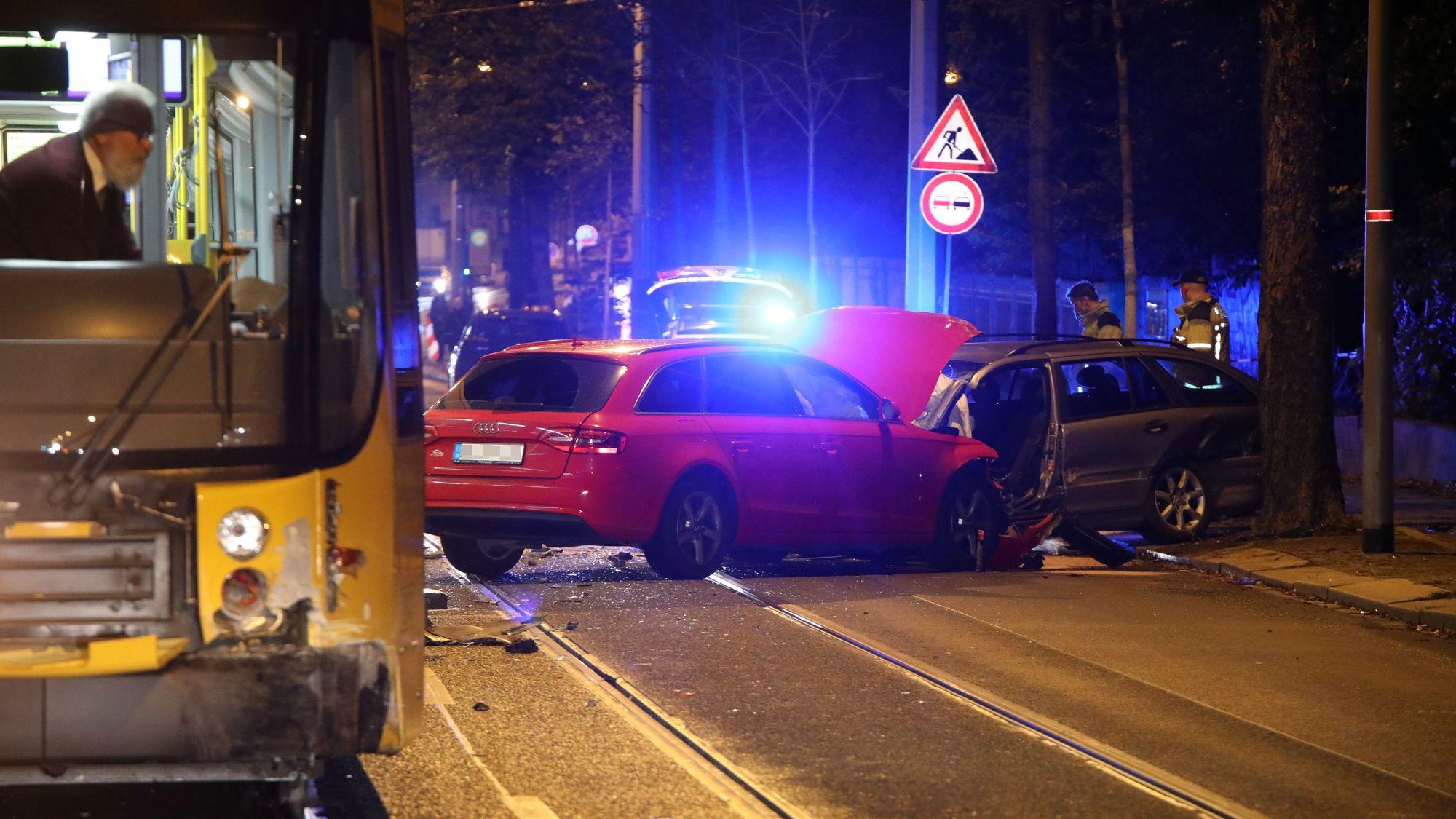 Schwerer Unfall an der Bautzner Straße - Foto: Roland Halkasch