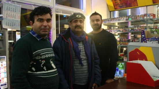 Das Team vom Späti Supermarkt Food 5 (Ahmad Butt, Khalid Mazhar, Khan Hafeezullah)