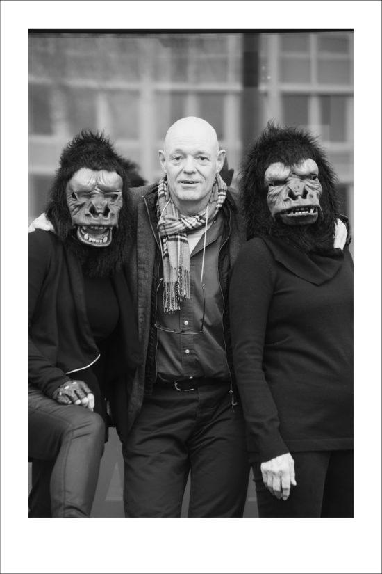 Jean Noël Schramm mit den Guerilla-Girls