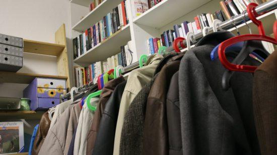 Kleiderspenden werden gerade im Winter dringend gebraucht.