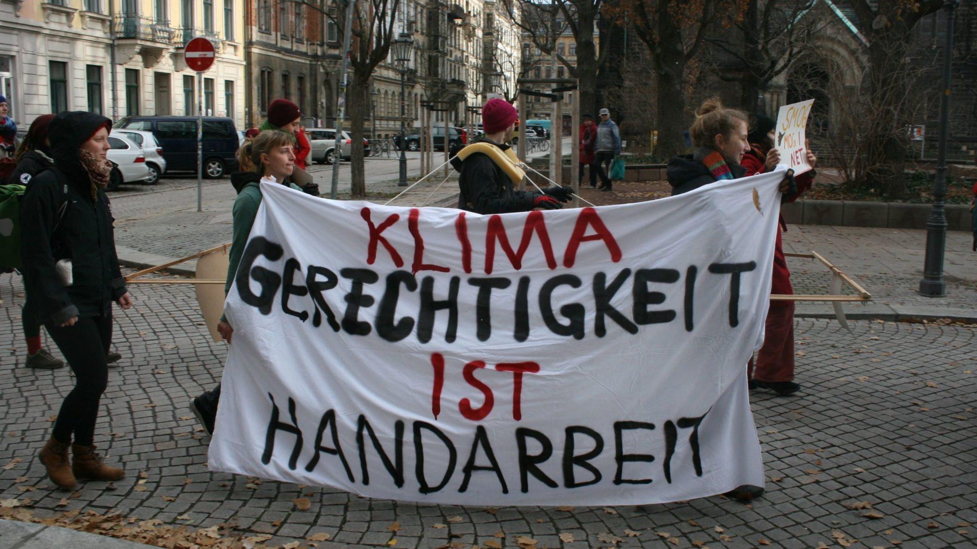 Bild einer Demo am Martin-Luther-Platz