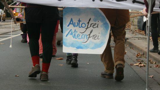 Nicht nur das Klima leidet unter dem Autoverkehr, auch die Gesundheit der Menschen.