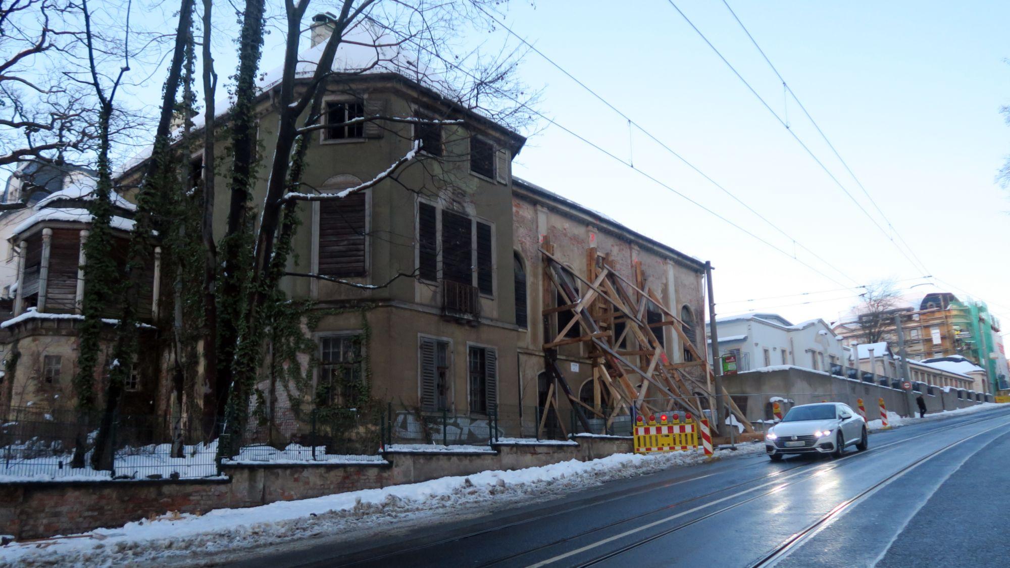 Die Bautzner Landstraße ist wieder frei, der nördliche Fußweg noch gesperrt.