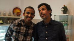 Mohamed (rechts) mit seinem Sohn Ilyes, der neben seinem Studium mit aushilft.
