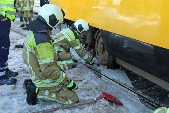Feuerwehr im Straßenbahnrettungseinsatz - Foto: Roland Halkasch