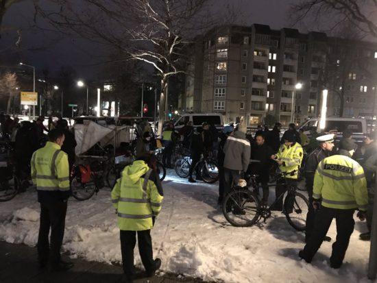 Polizeikontrolle am Albertplatz - Foto: Johannes Filous