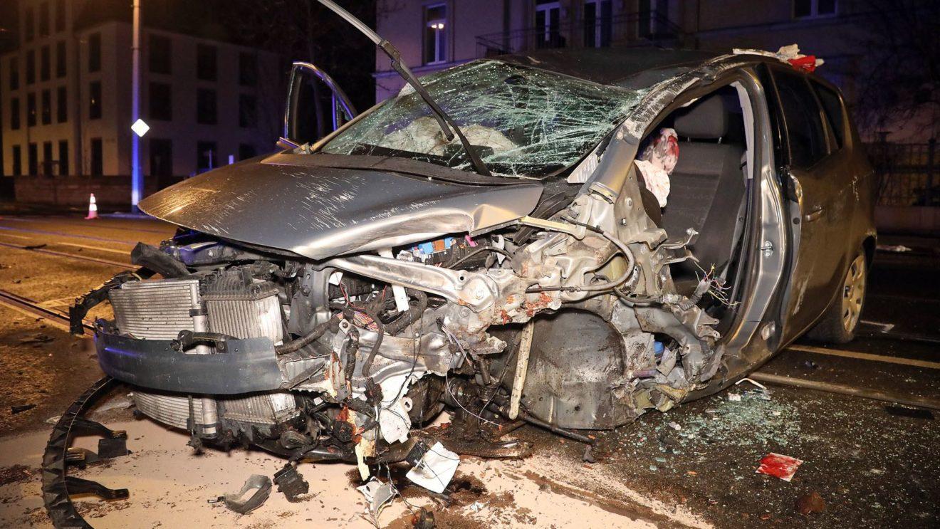 Unfall auf der Bautzner Straße - Foto: Roland Halkasch