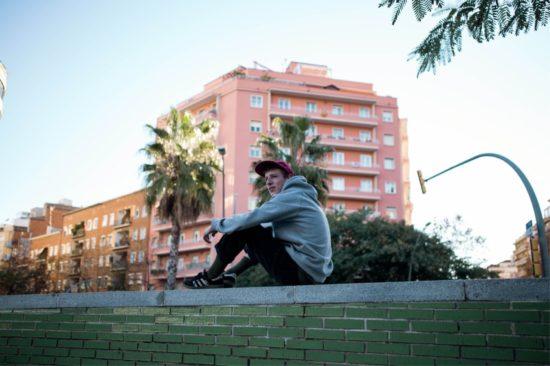 Gerade schiebt Simon alias Shelter Boy noch Nachtschichten in Bars. Doch eines Tages will er von seiner Musik leben können. Fotograf: Philipp Gladsome