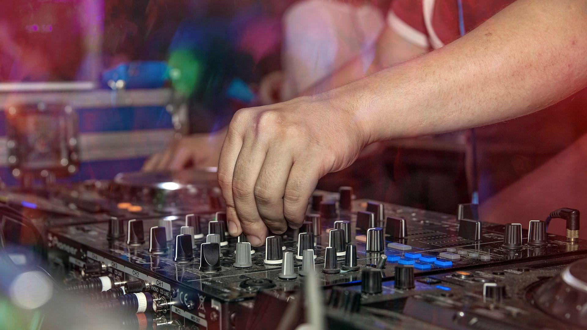 Um fünf die Musik aus? Eine Petition fordert die Abschaffung der Sperrstunde.