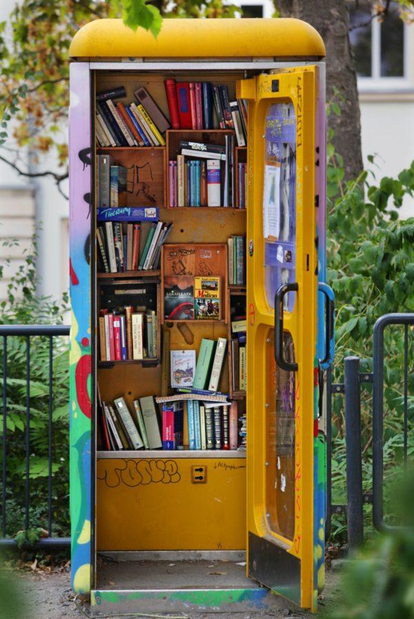 Büchertelefonzelle am Königsbrücker Platz - Foto: Amac Garbe