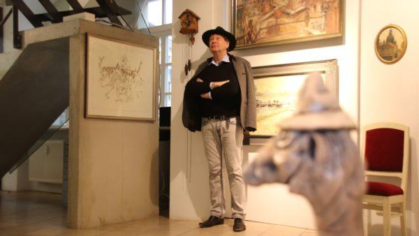Kuckucksuhr und Holger John in der Galerie