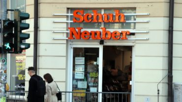 Schuh-Neuber an der Ecke Hoyerswerdaer/Bautzner Straße