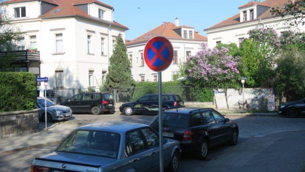 Halteverbotsschild an der Hohnsteiner Straße.