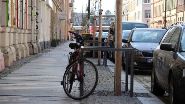 Radbügel gibt es an der Hechtstraße schon fast an jedem Baum.