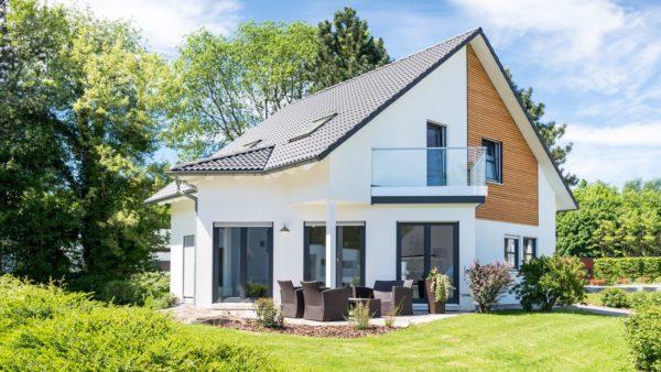 Einfamilienhaus, Wohnhaus mit Garten - Foto: Fotolia.com © js-photo #153888363
