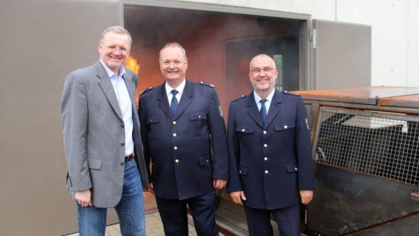 Bürgermeister Detlef Sittel, Andreas Rümpel, der Leiter des Amtes für Brand- und Katastrophenschutz und Feuerwehr-Ausbilder Uwe Seiler.