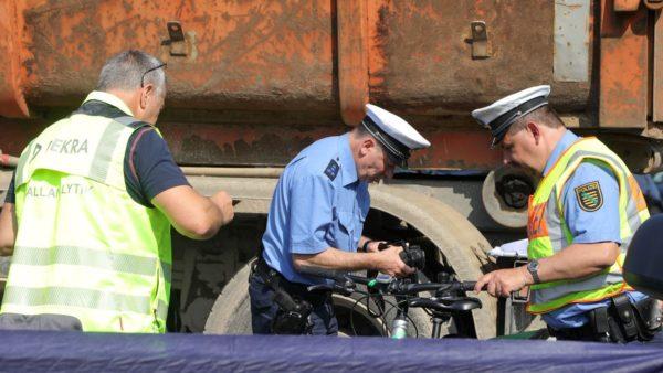 Verkehrsunfalldienst hat die Ermittlungen zur Unfallursache übernommen. Foto: Roland Halkasch
