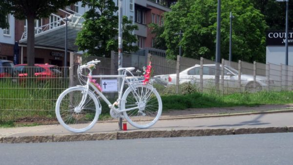 Ghostbike an der Rudolf-Leonhard-Straße