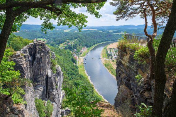Blick ins Elbtal von der Bastei aus. Foto: fotografci Fotolia.com