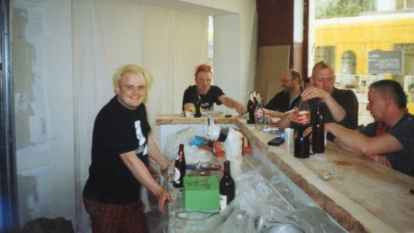 Während der Räumarbeiten im Frühjahr 2004 - Horschtel ist der Zweite von links.