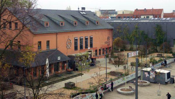 Scheune-Vorplatz