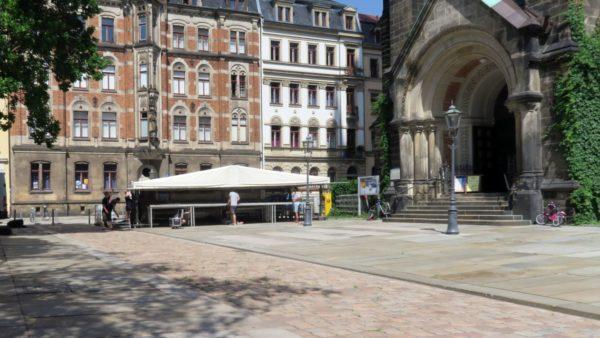 Erste Bühne am Martin-Luther-Platz steht schon fast.