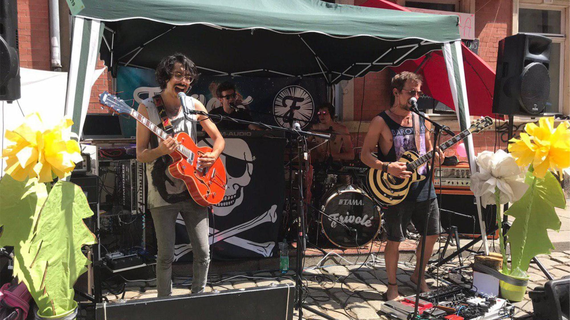 Frivolé spielten Electro-Magic-Rock auf der Talstraße.