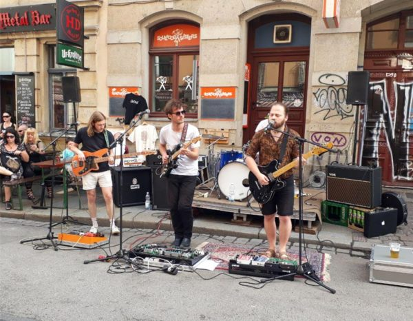 Auf der Louisenstraße performten Heliod kurzerhand ihren Blues-Rock.