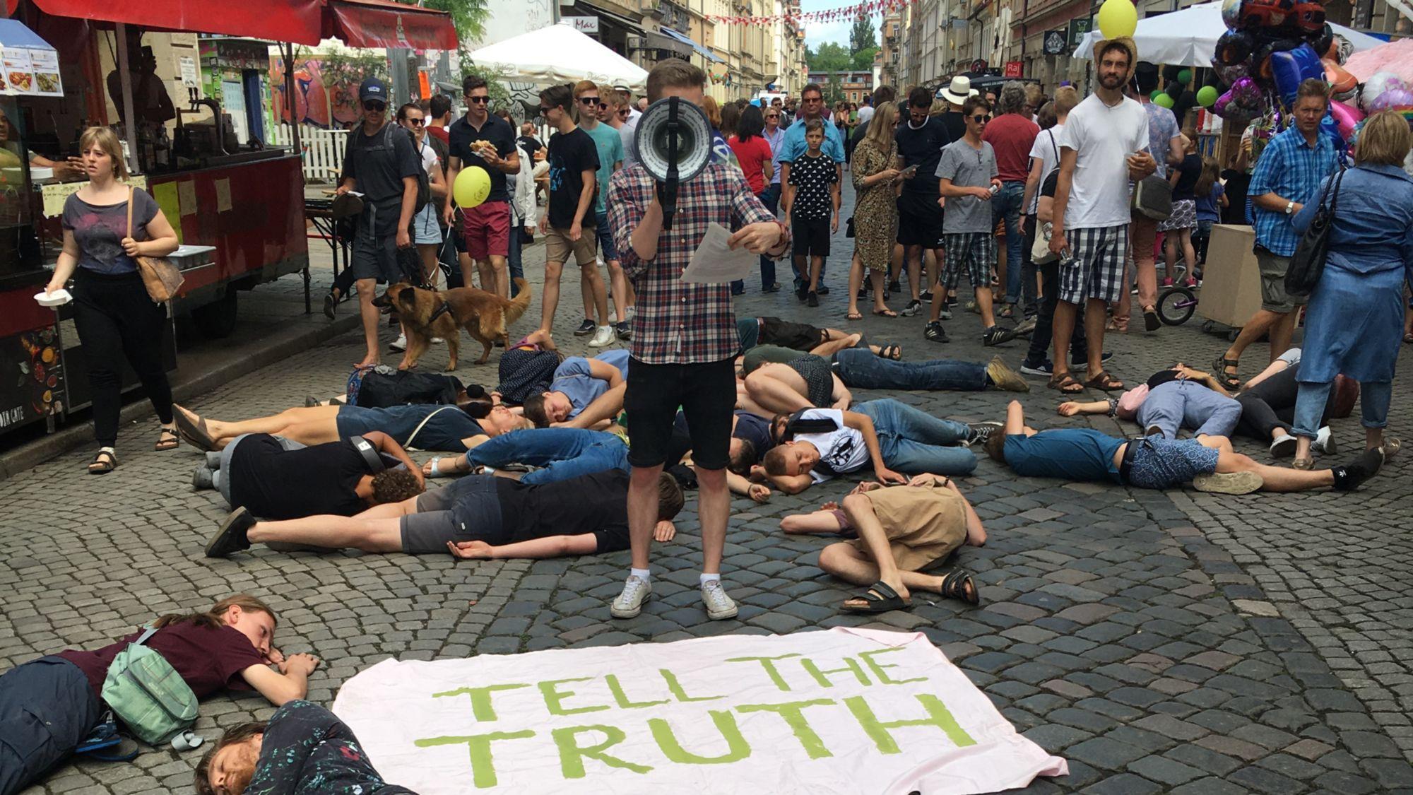 Aktion der Gruppe Instinction Rebellion auf der Louisenstraße