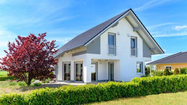 modernes Einfamilienhaus im Sommer - Foto: fotolia.com – js-photo