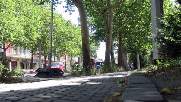 Hier ist ein breiterer Fuß- und Radweg geplant.