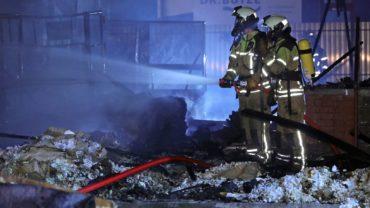 Feuerwehr im Einsatz an der Großenhainer Straße - Foto: Roland Halkasch