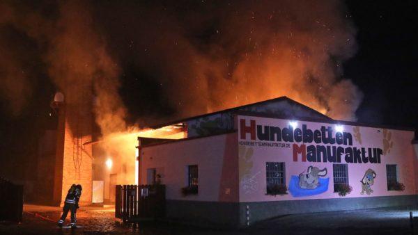 In einem Gewerbegebiet an der Großenhainer Straße 39 hat es am frühen Morgen gebrannt.