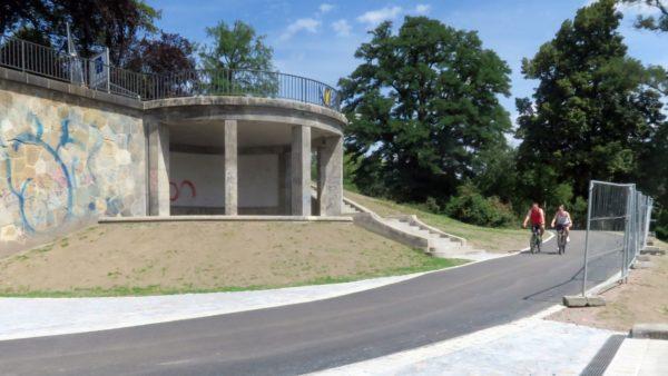 Der Pavillon an der Brücke wurde saniert.