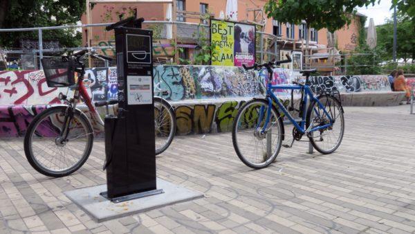 Fahrrad-Reparatur-Säule am Scheunevorplatz